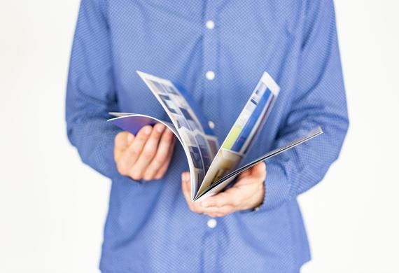 Catàleg comercial revista amb grapa - 17